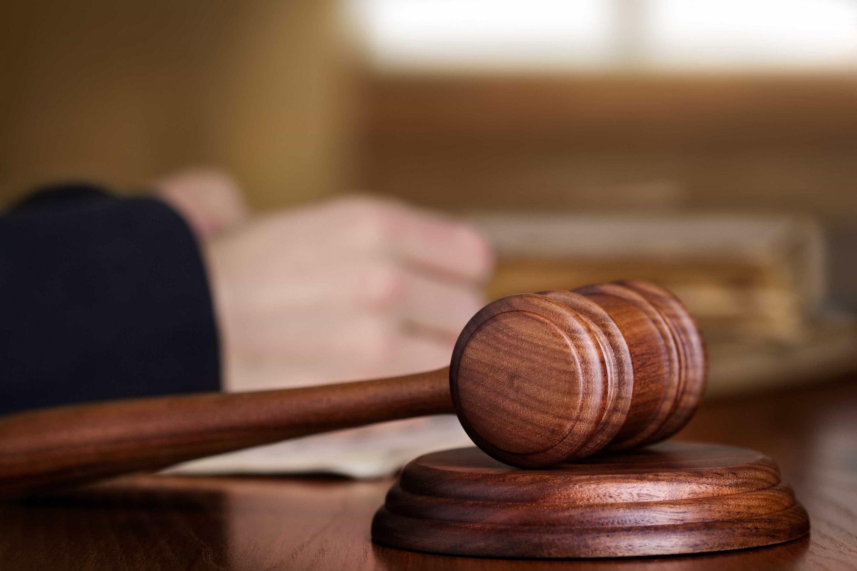 Tribunal pune com ano e meio de prisão efetiva roubo de seis euros