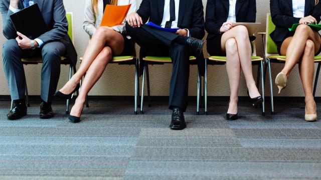 """Trabalho de casa ainda é """"assunto de mulheres"""". Maioria diz-se """"cansada"""""""