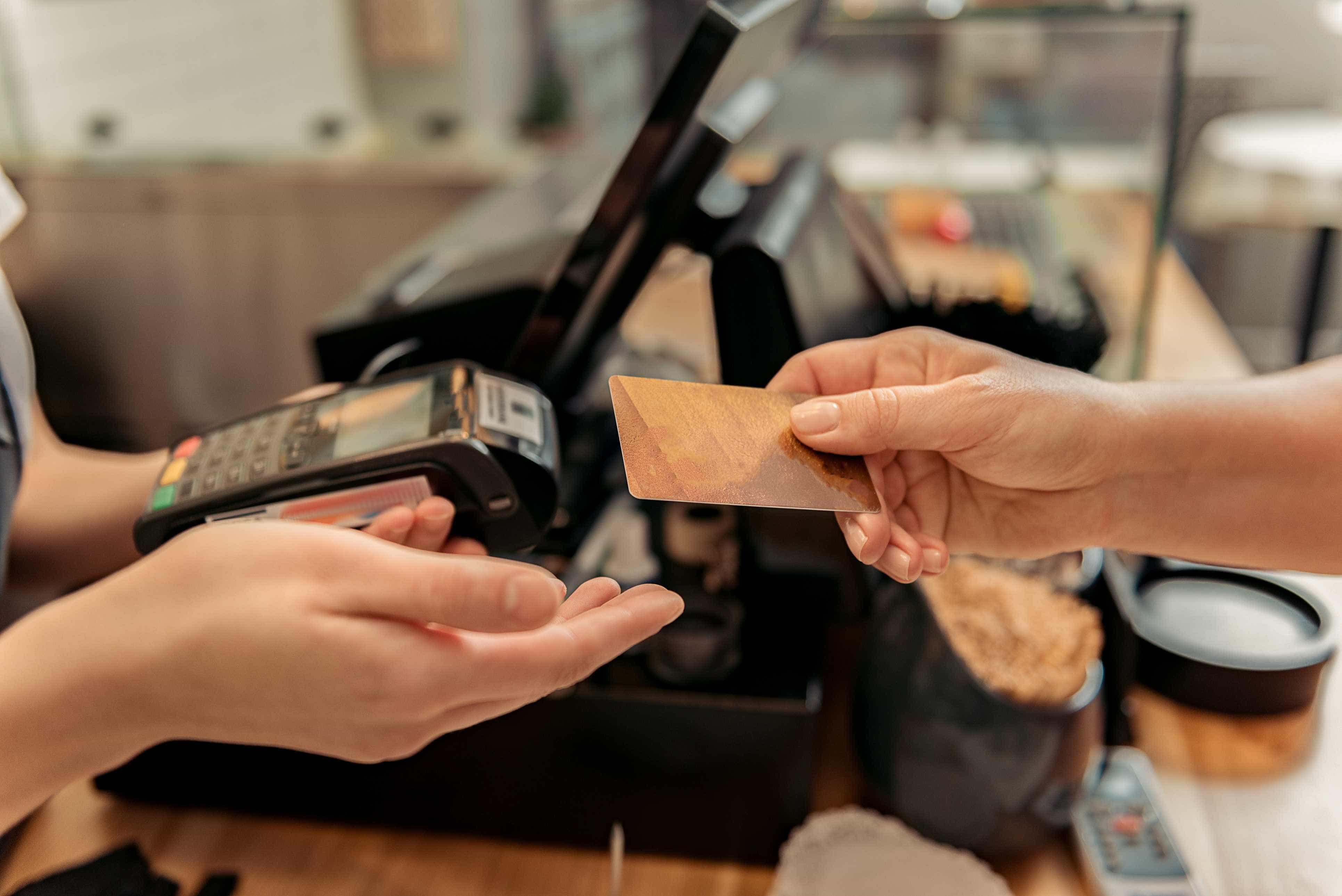 Governo volta a penalizar crédito ao consumo com o Imposto do Selo