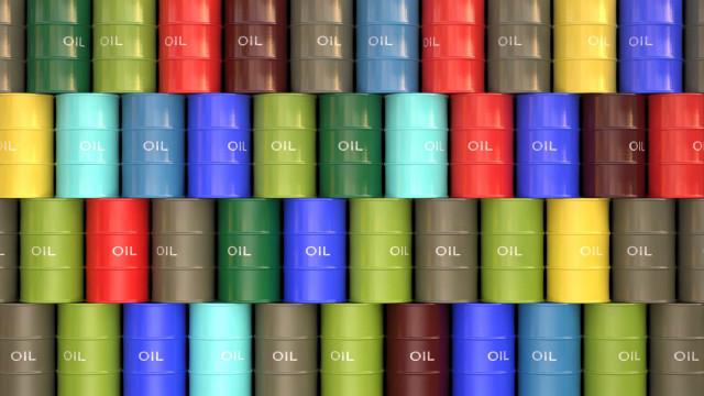 EUA suspendem isenções para compra de petróleo iraniano