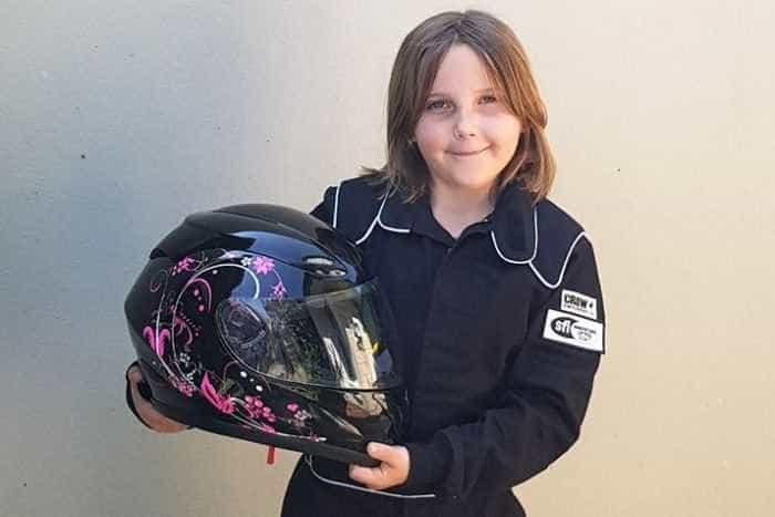 Menina de oito anos morre em acidente com carro de corrida