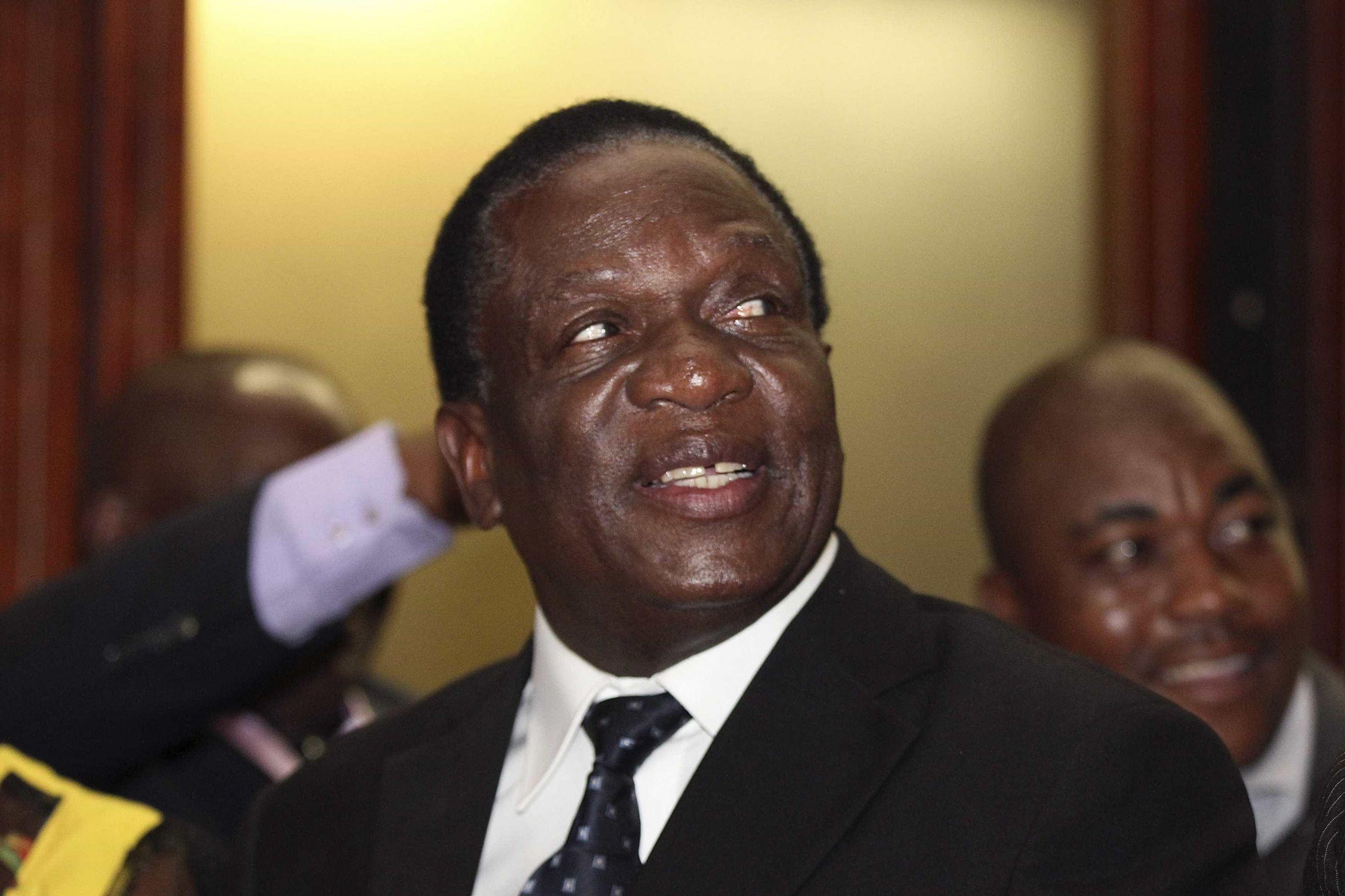 Zimbabué: Mnangagwa e líder da oposição recensearam-se para presidenciais