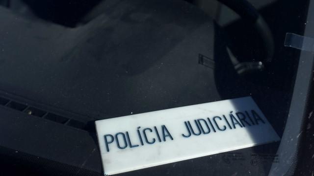 PJ investiga morte de mulher em 'hall' de prédio em Corroios