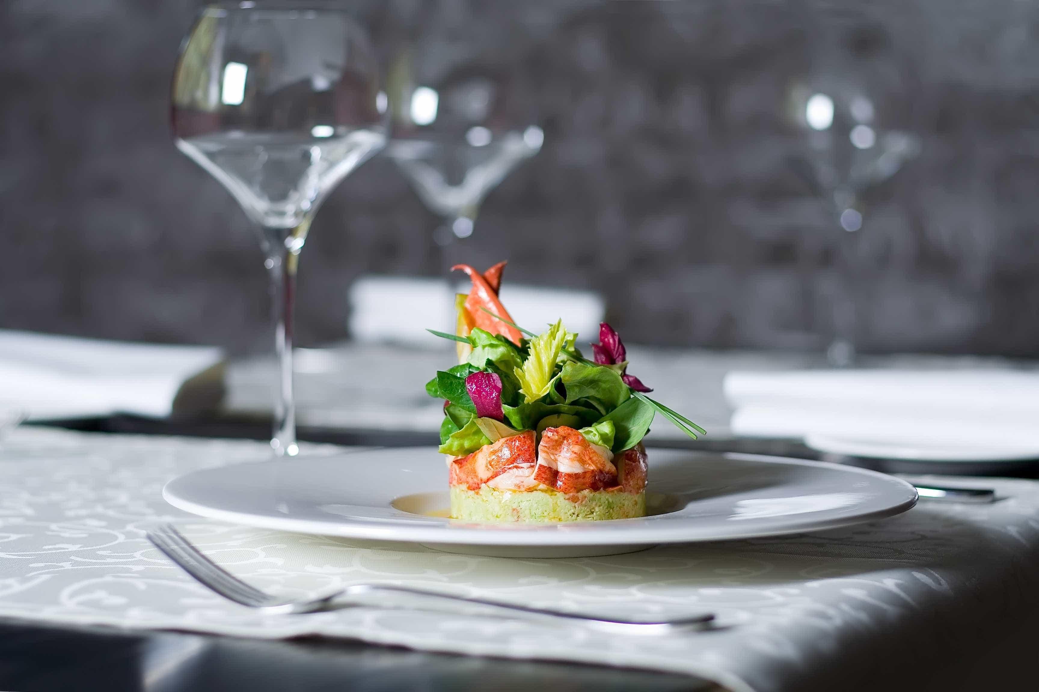 Chefs dos melhores restaurantes do ano servem jantar de quatro horas