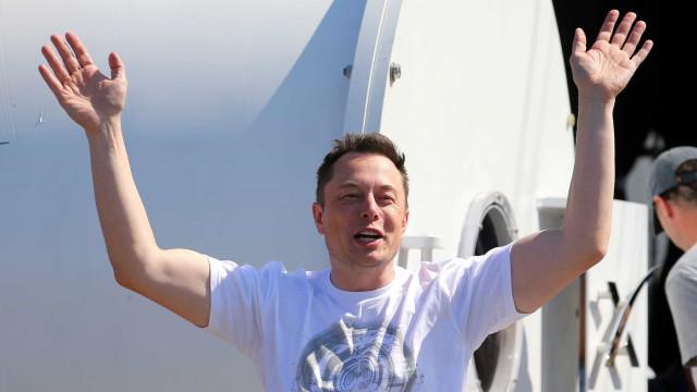 Tesla quer lançar um soprador de folhas para ajudar a limpar o seu jardim