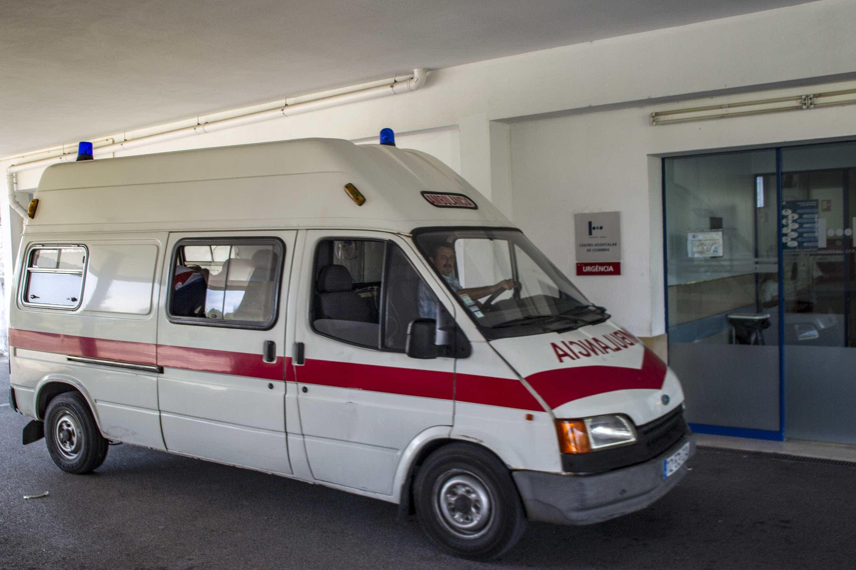 Acidente com ambulância faz três feridos, incluindo uma criança
