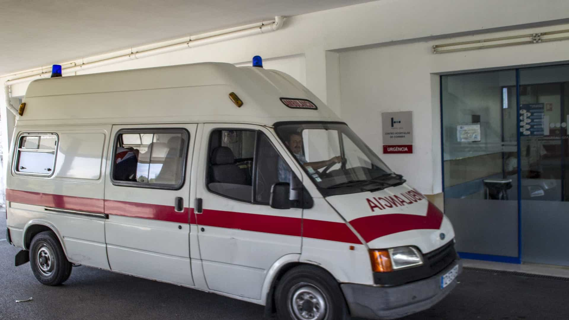 4c307e89e6c Acidente com ambulância faz três feridos