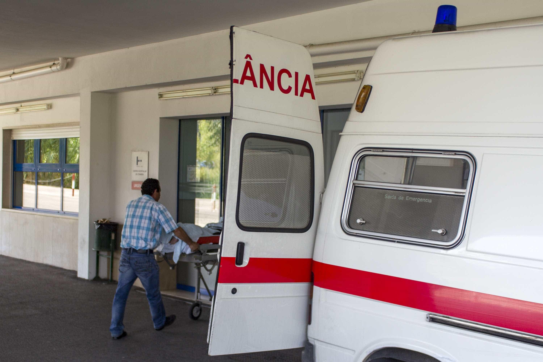 Tripulante de ambulância assaltada durante serviço de emergência