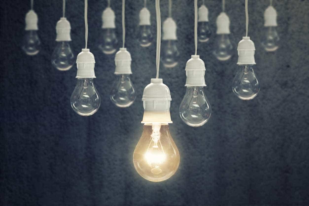 """Fatura da eletricidade baixa no próximo ano """"para todos"""", garante Governo"""