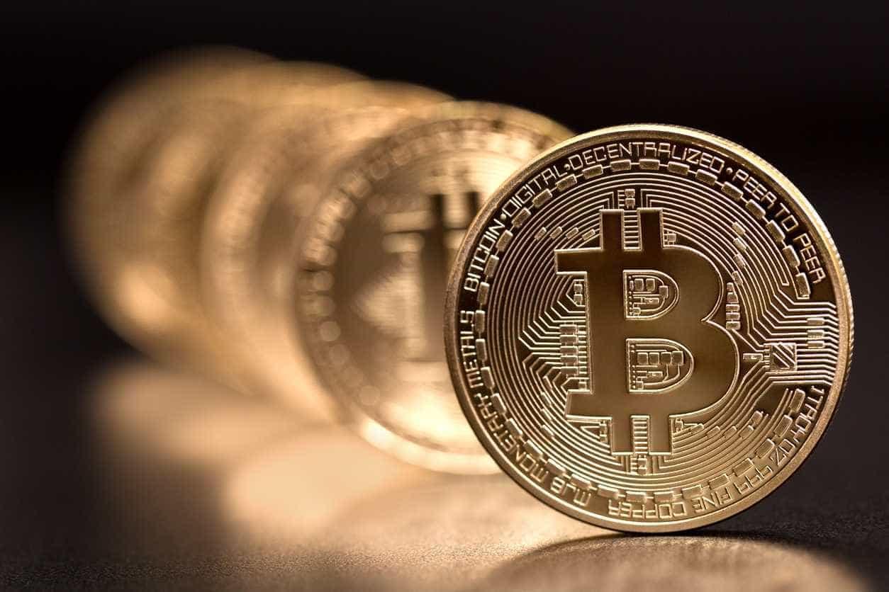 Bitcoin cai abaixo dos 5.000 dólares pela primeira vez em 13 meses