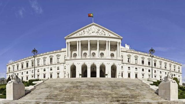 Violência doméstica volta hoje a debate na Assembleia da República