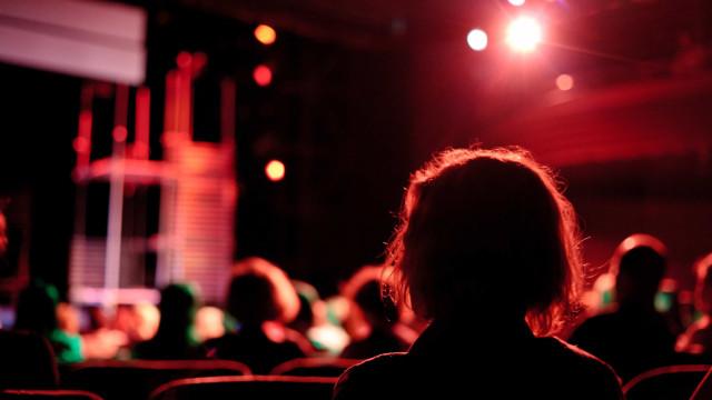 Espontâneo leva teatro de improviso em março a Sintra