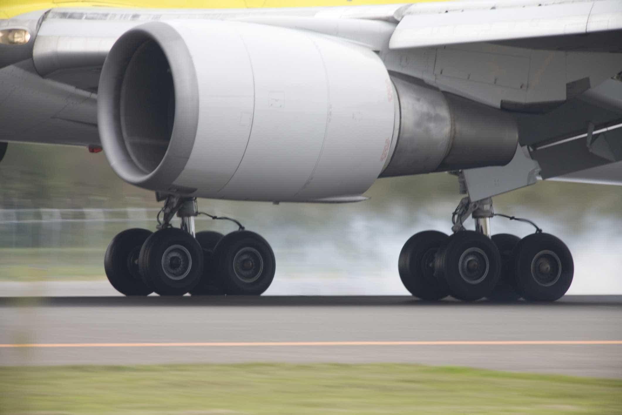 Homem que dizia ter bomba tentou desviar avião que seguia para o Dubai