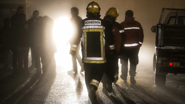 Oeiras: Incêndio numa habitação faz cinco feridos, entre eles uma criança