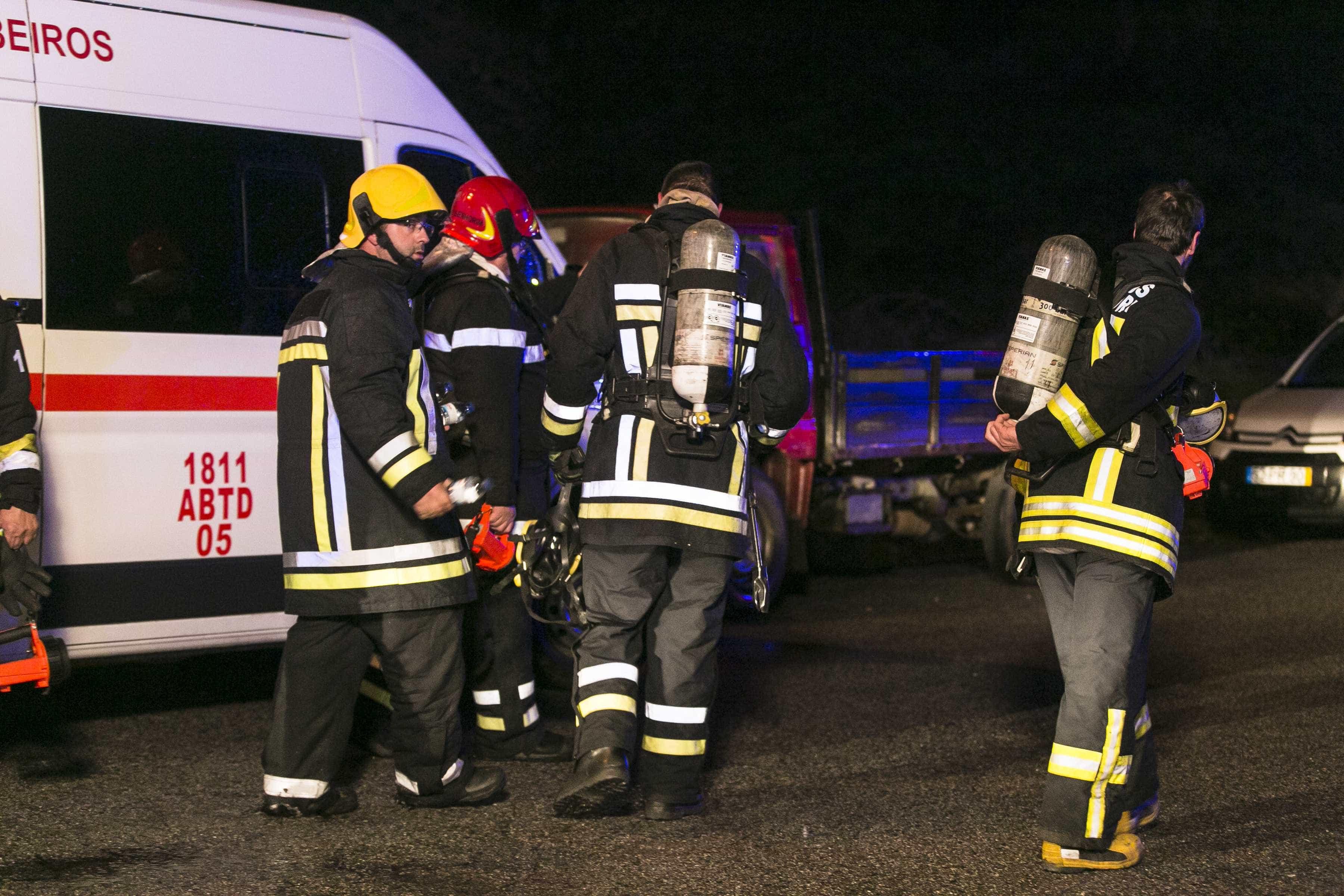 Incêndio em Campo de Ourique, em Lisboa, assusta moradores