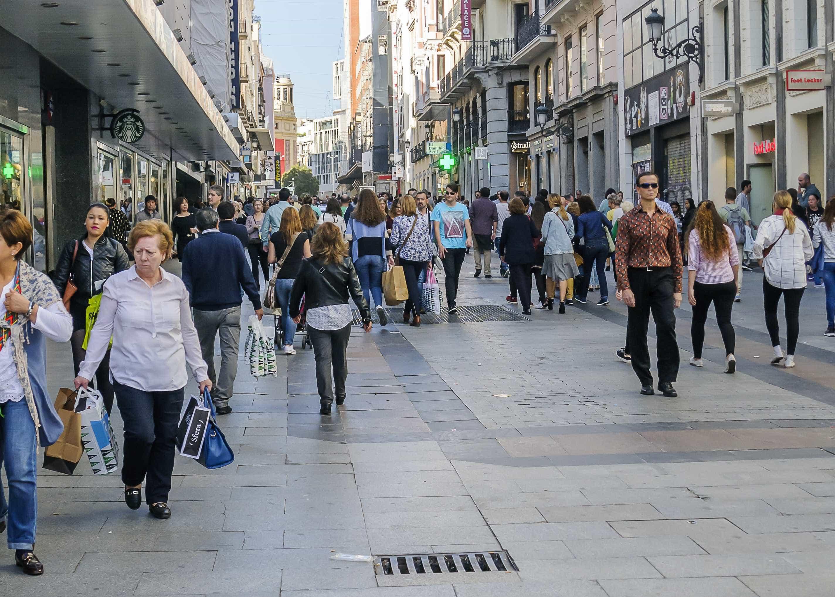 Atividade económica continua a desacelerar na OCDE e em Portugal