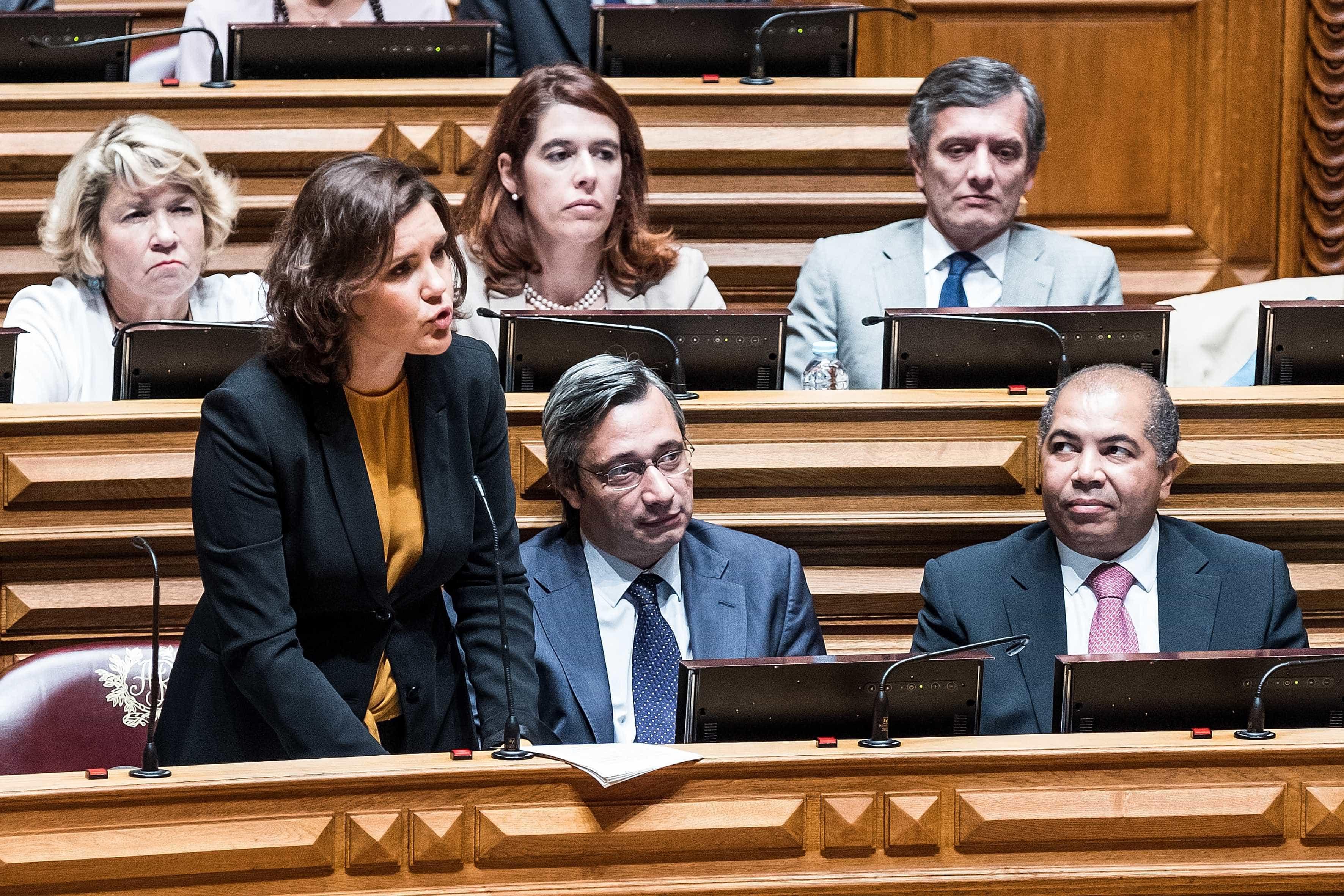 """Assunção Cristas diz que António Costa é um """"contador de estórias"""""""