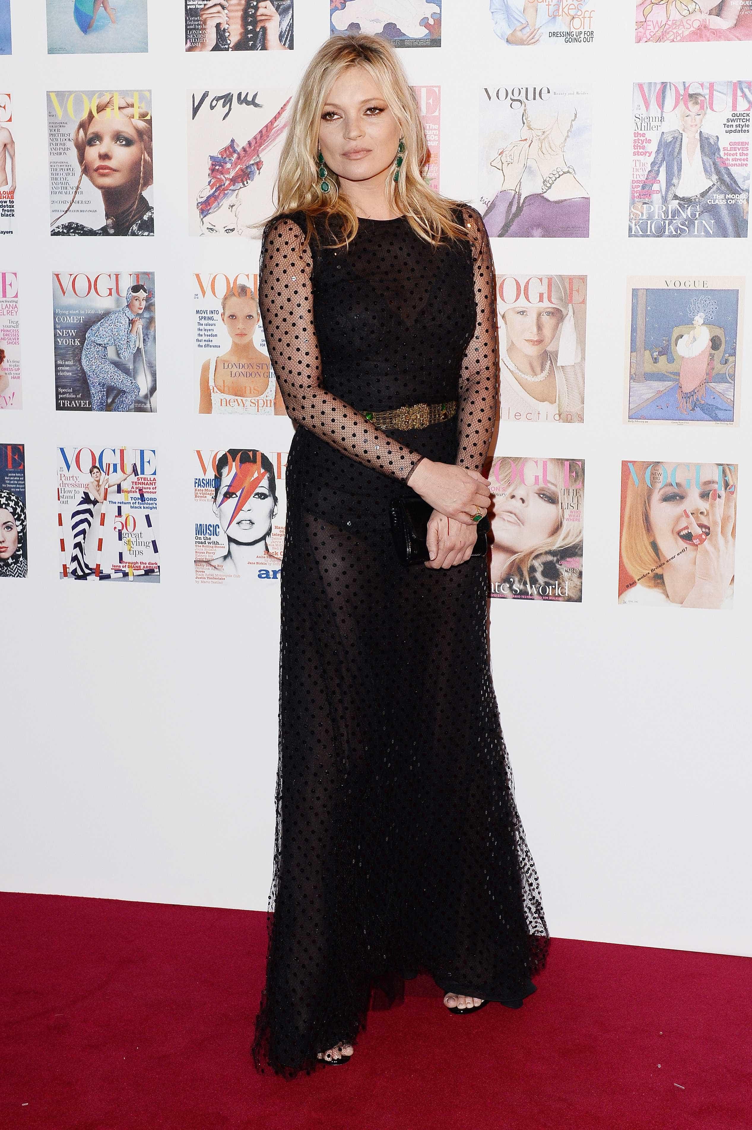A cada dia mais elegante, Kate Moss posa nua aos 45 anos