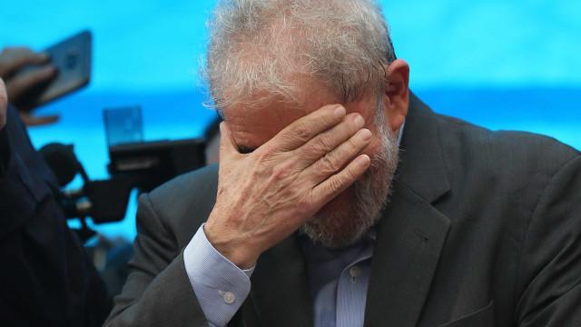 Lula condenado a pena de 12 anos e 11 meses de prisão por corrupção