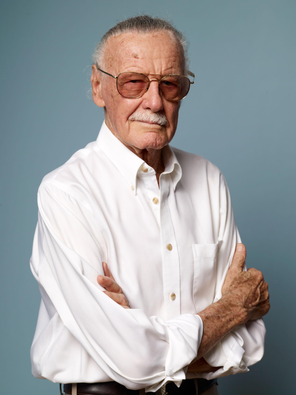 Arqui-inimigos em vida, DC Comics faz homenagem a Stan Lee em morte