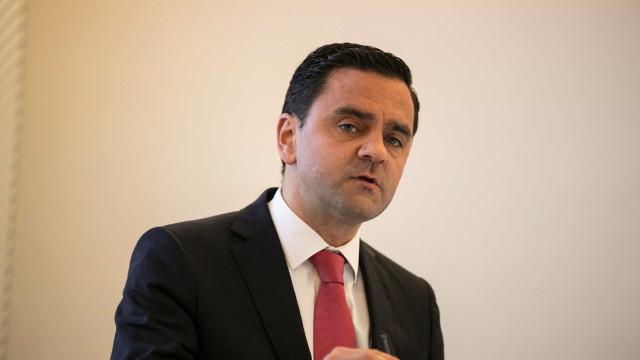 """Ministro lamenta que redução de portagens para empresas pareça """"segredo"""""""