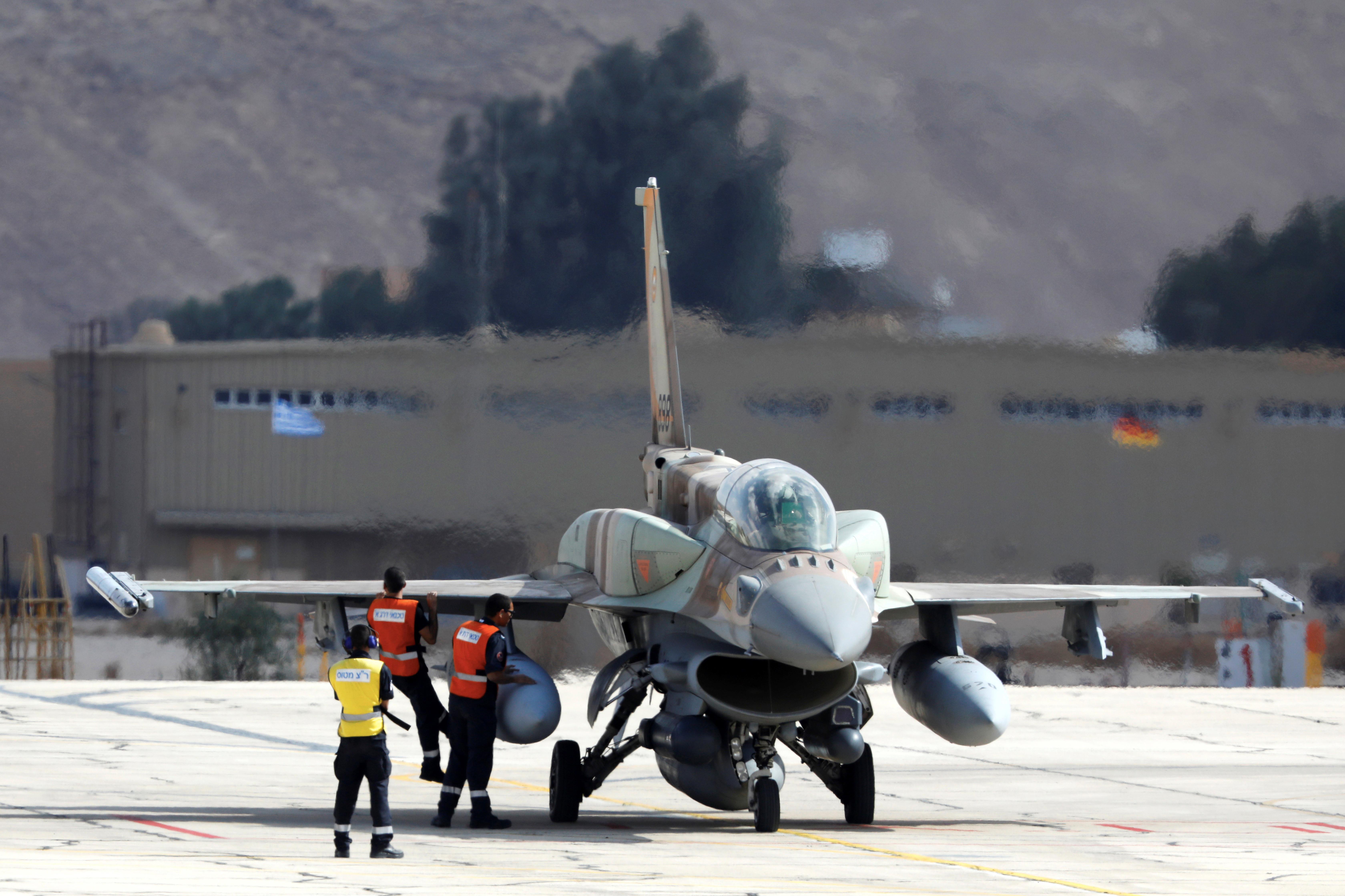 Avião aterra de emergência em Faro escoltado pela Força Aérea