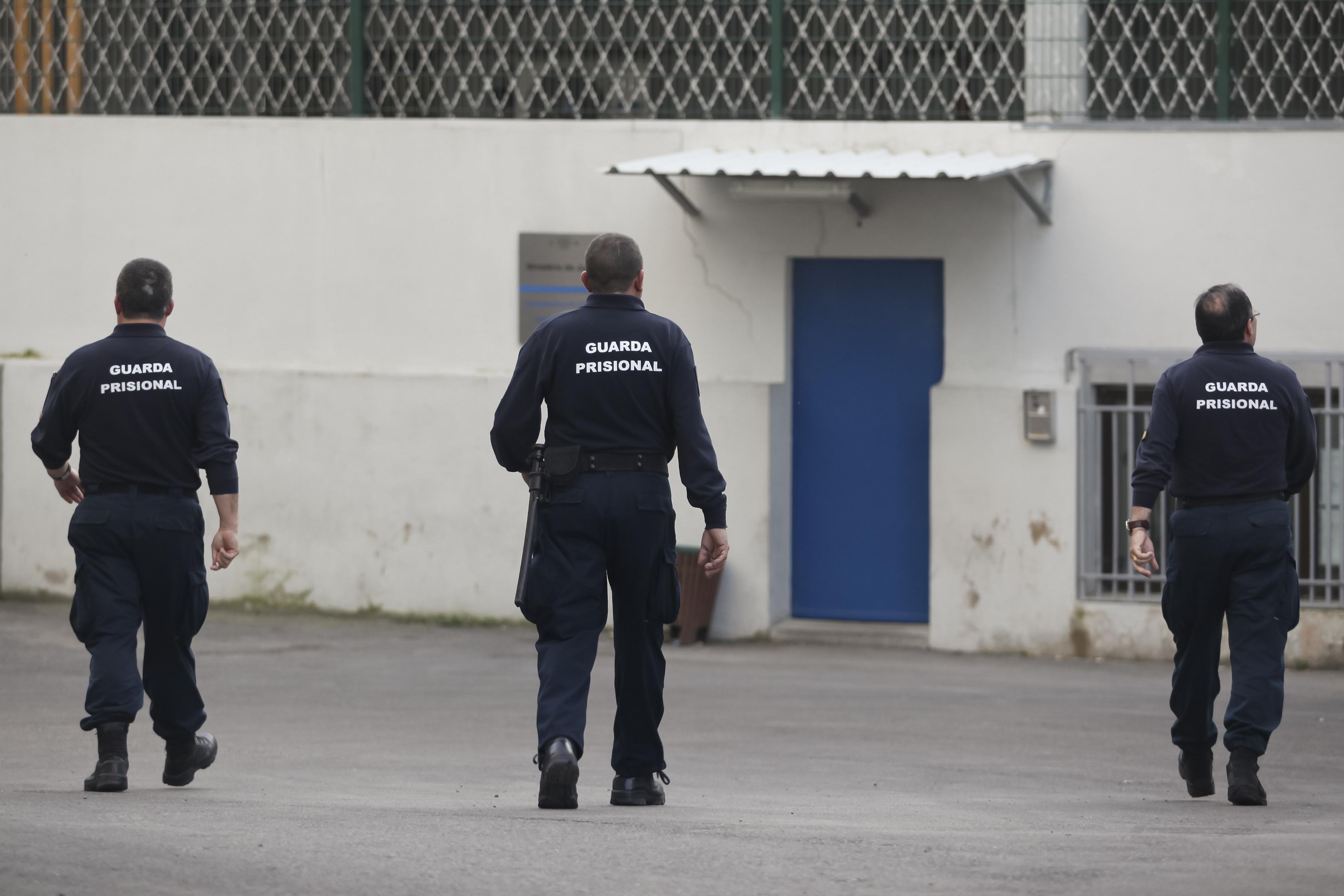 """Guardas prisionais """"dispostos a ir até ao fim para defender interesses"""""""