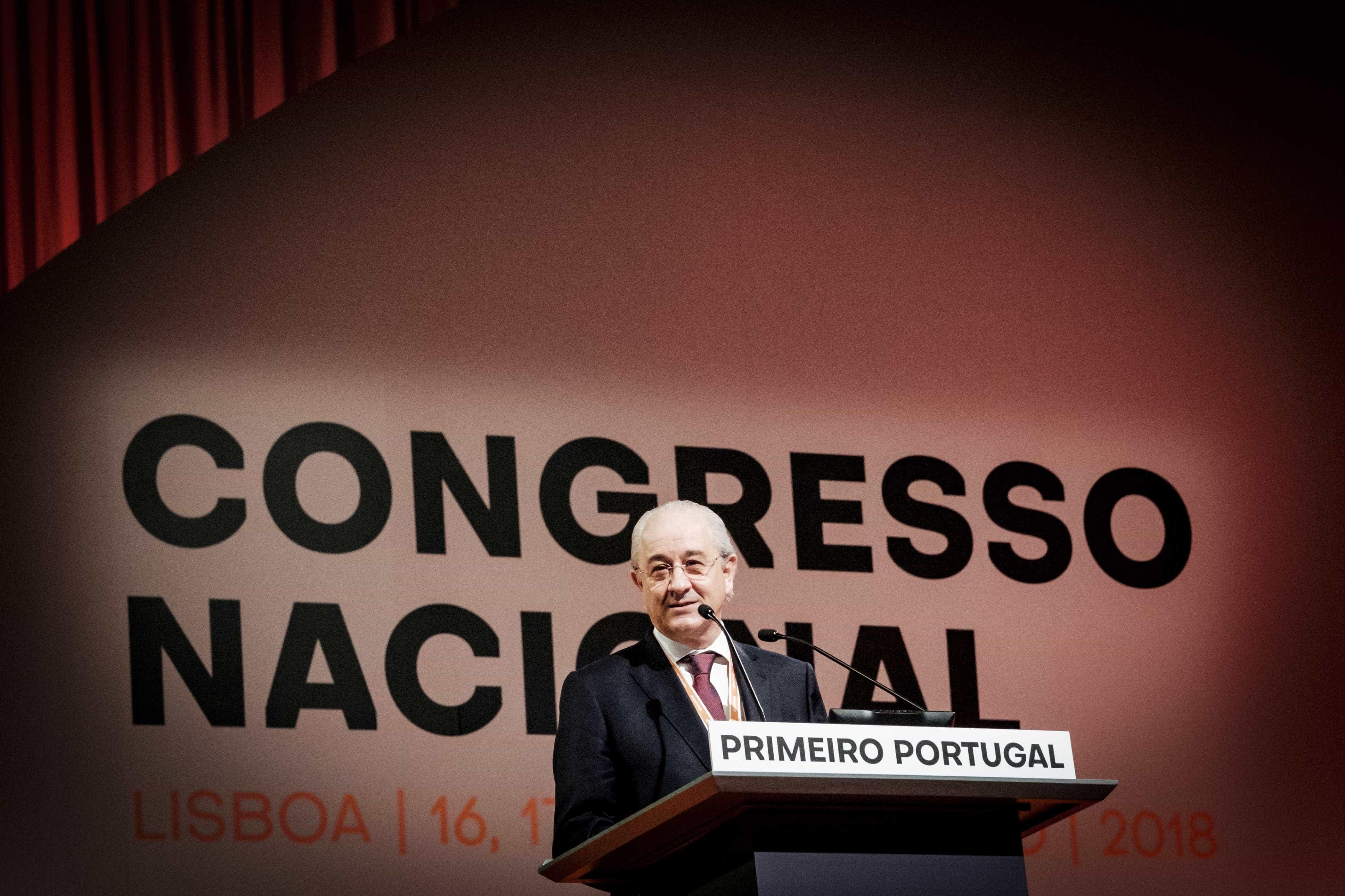 """Costa """"pode dormir descansado"""" que PSD não degrada finanças públicas"""