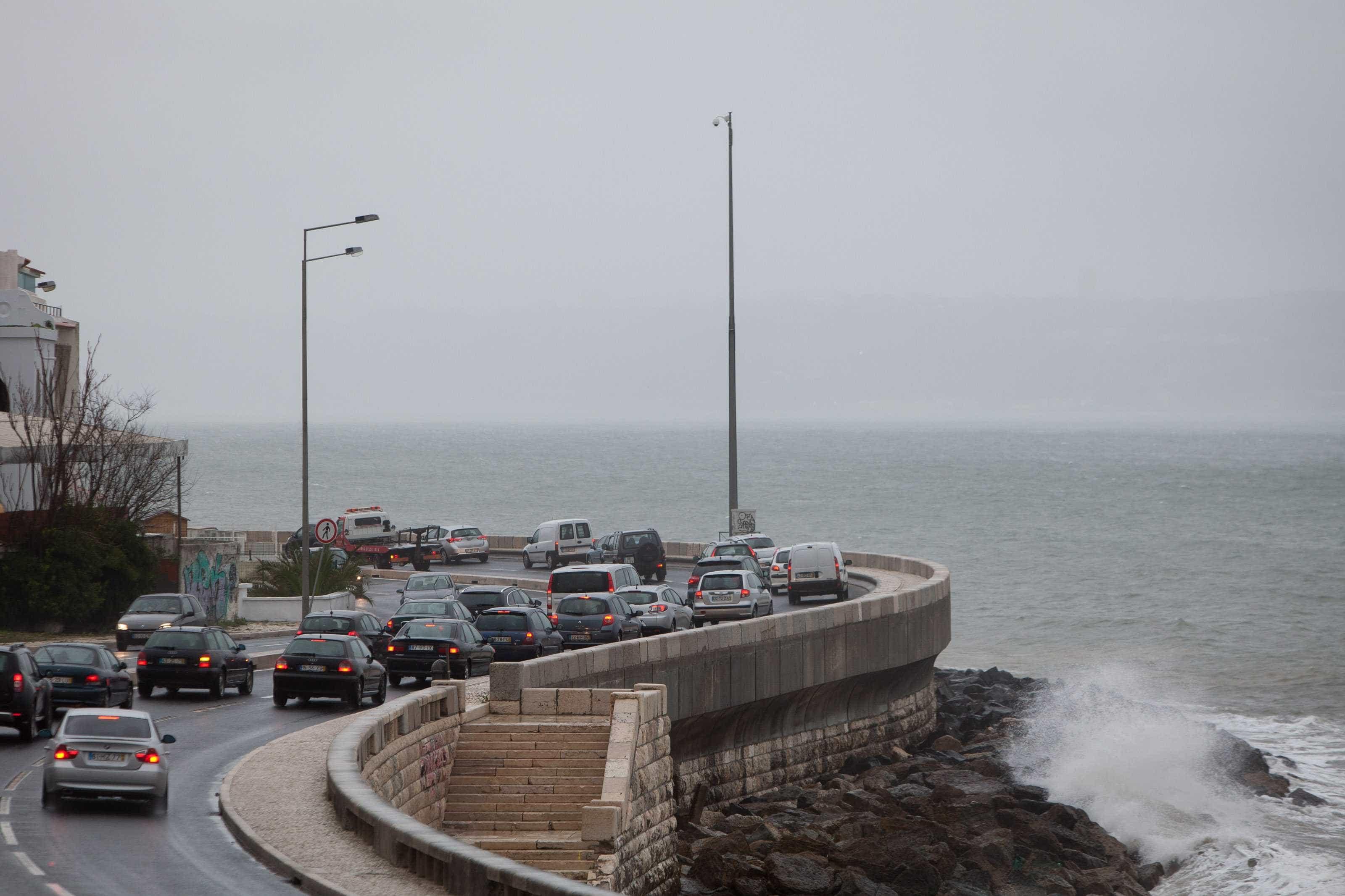 Marginal reaberta ao trânsito oito horas depois de ter sido encerrada