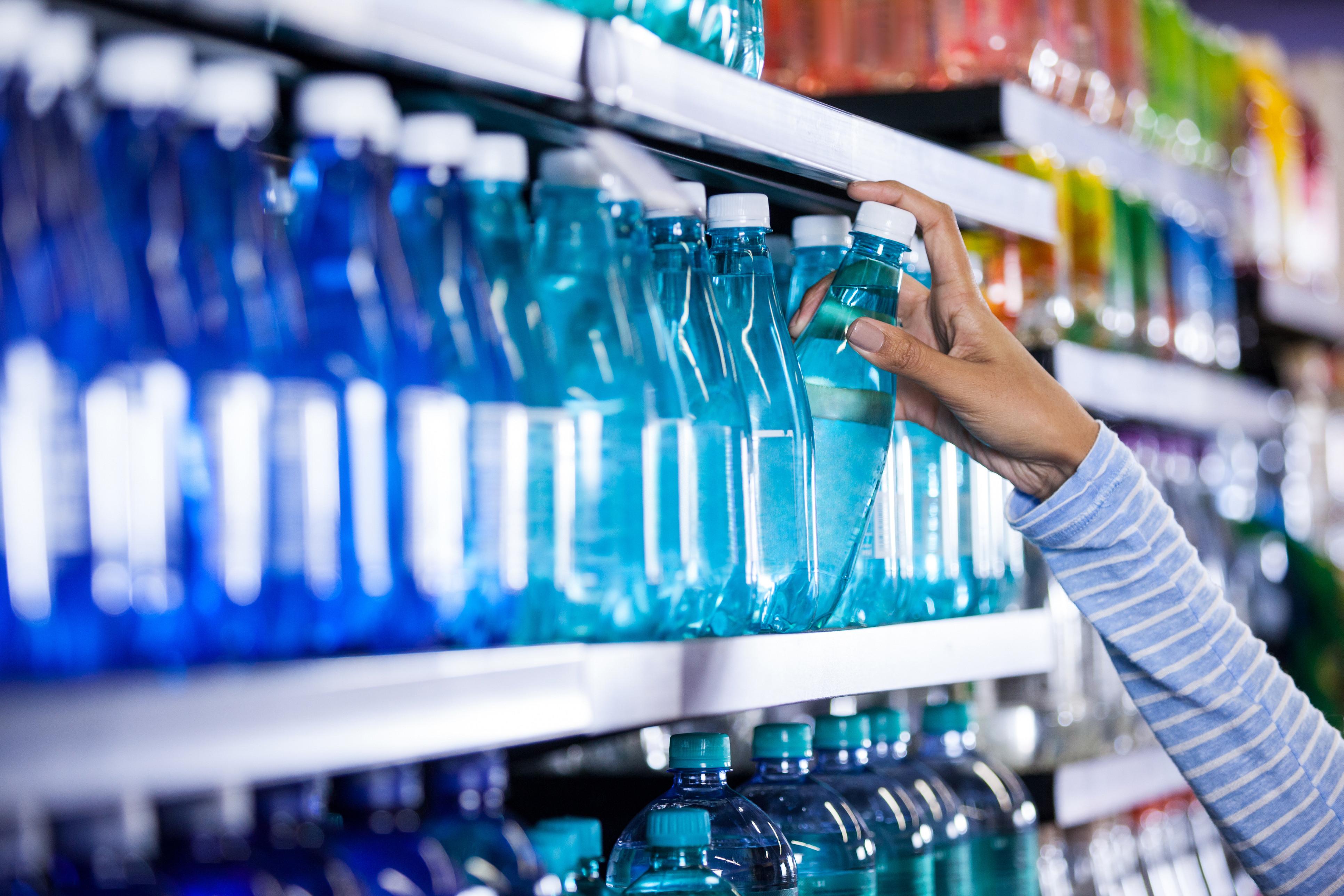 Consumidores que devolverem garrafas de plástico vão receber prémio