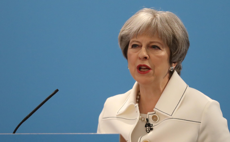 Theresa May recebida por Merkel e Macron na véspera da cimeira da UE