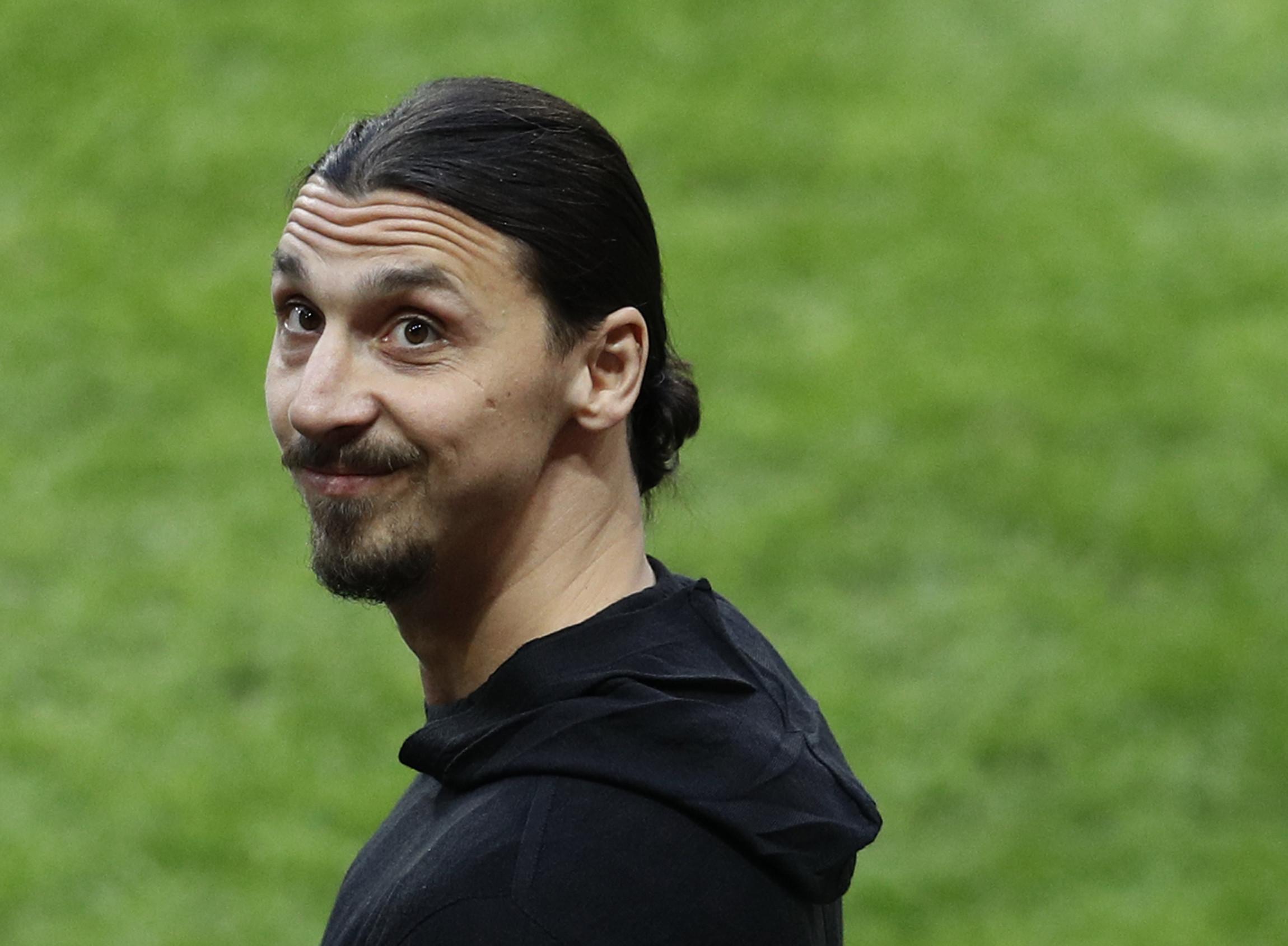 "Ibrahimovic perspetiva ""batalha entre Messi e Pogba"""