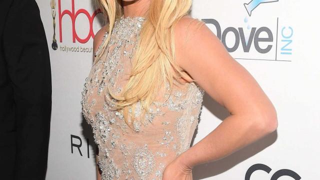 Quase irreconhecível, Britney Spears faz uma pausa nos tratamentos