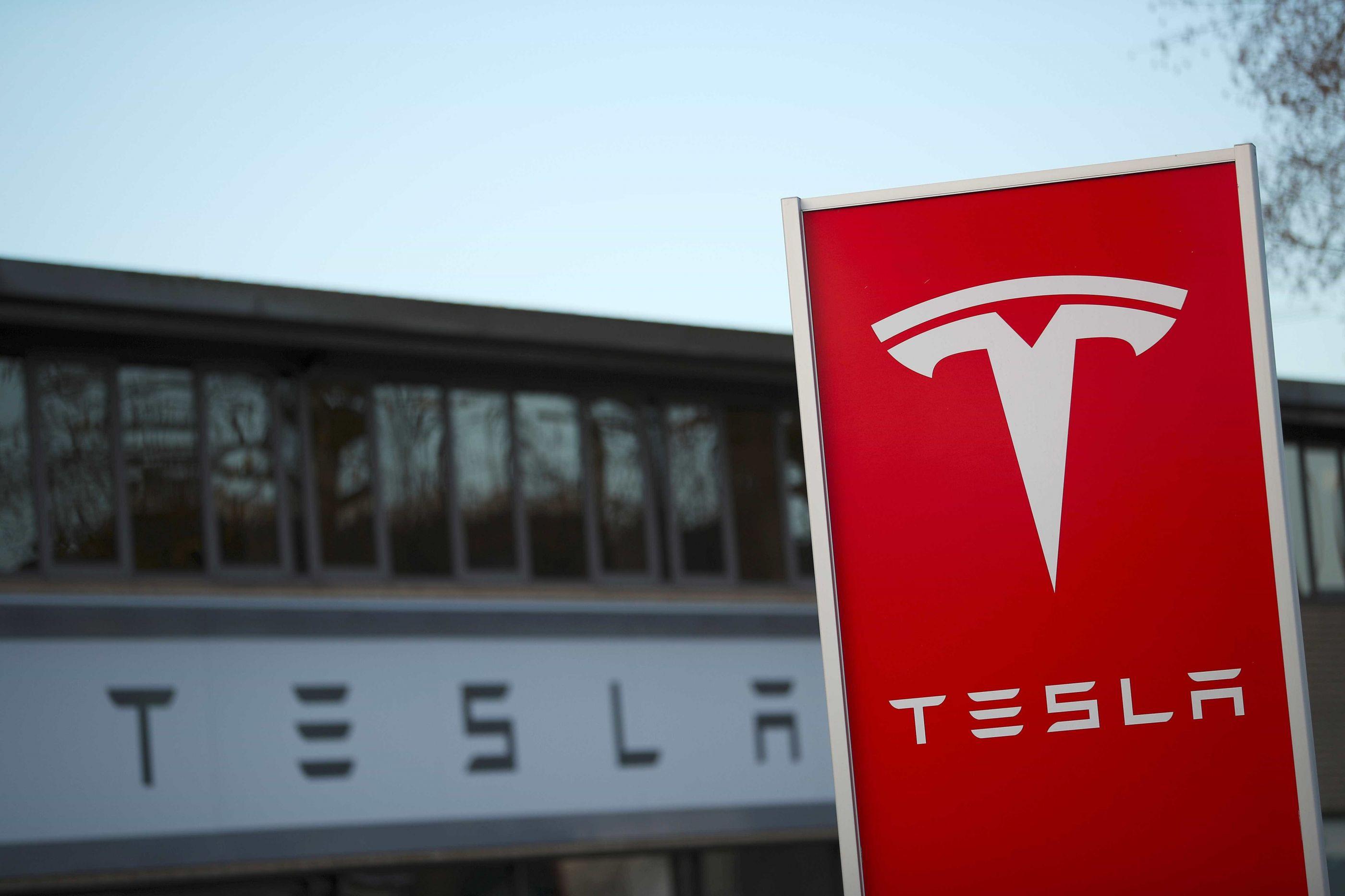 A Tesla quer melhorar as baterias dos seus carros