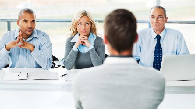 Procura emprego? Tome nota destas dicas para 'brilhar' numa entrevista