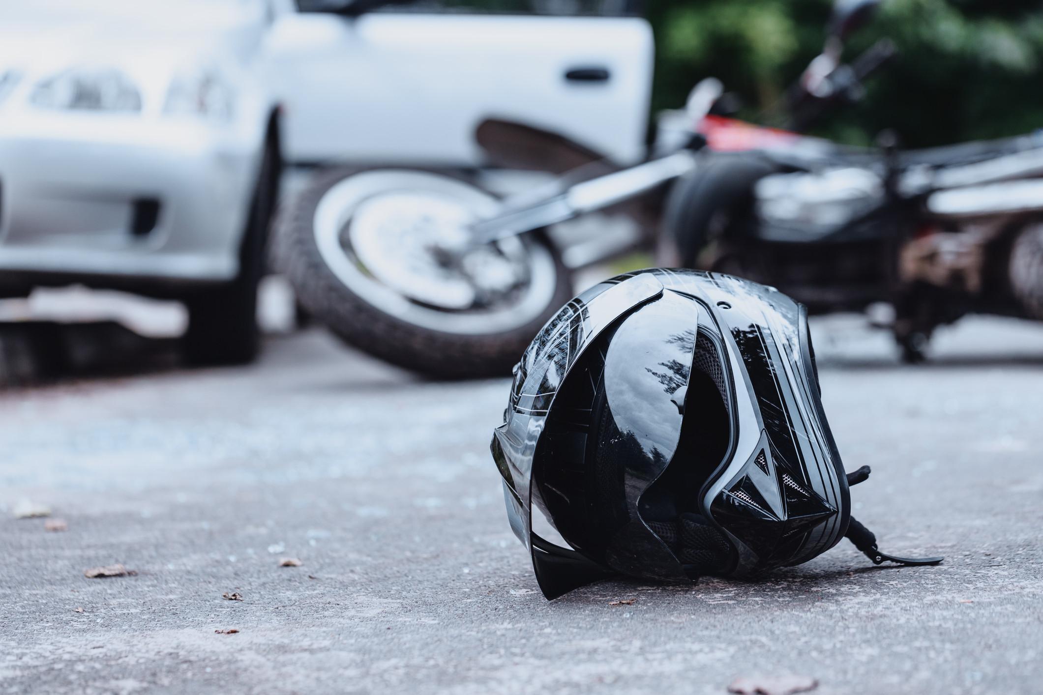 Um ferido grave em colisão entre carro e motociclo em Gaia
