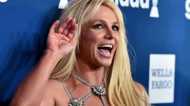 Após esclarecer rumores, Britney Spears mostra-se durante treino