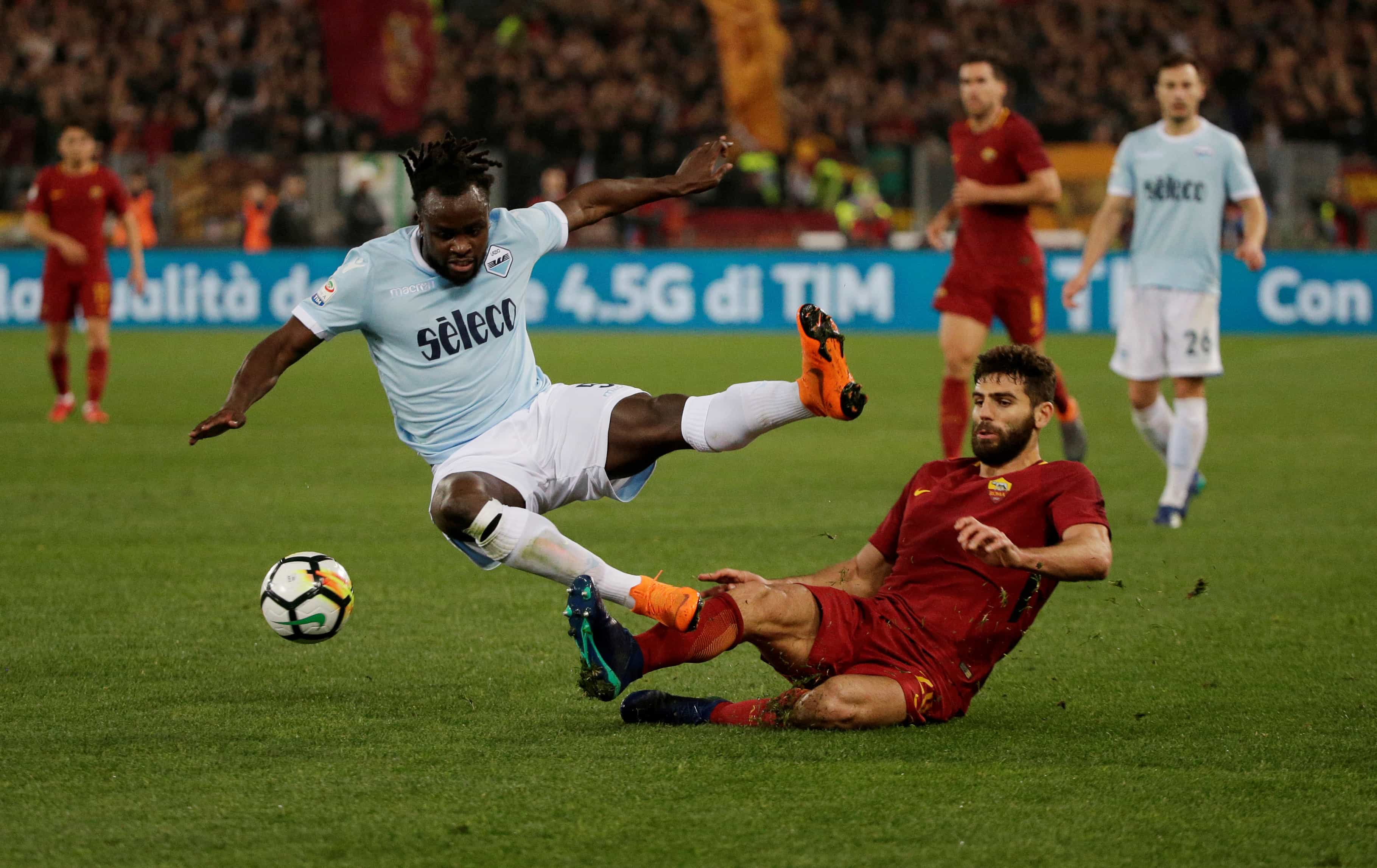 Lazio e Roma empatam e mantêm-se irmanadas na rota da Champions