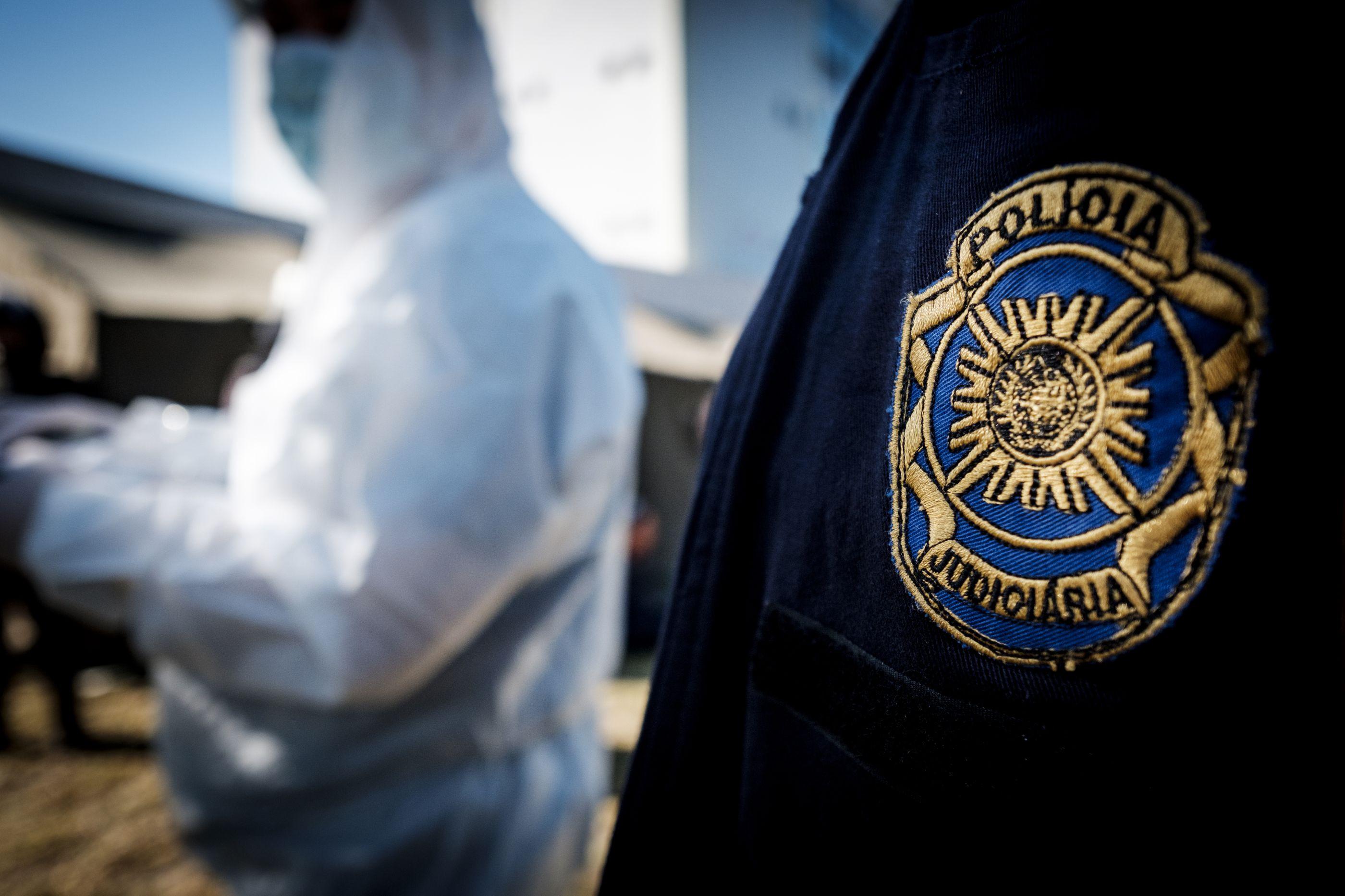 Suspeito em fuga após esfaquear homem no pescoço em Portimão