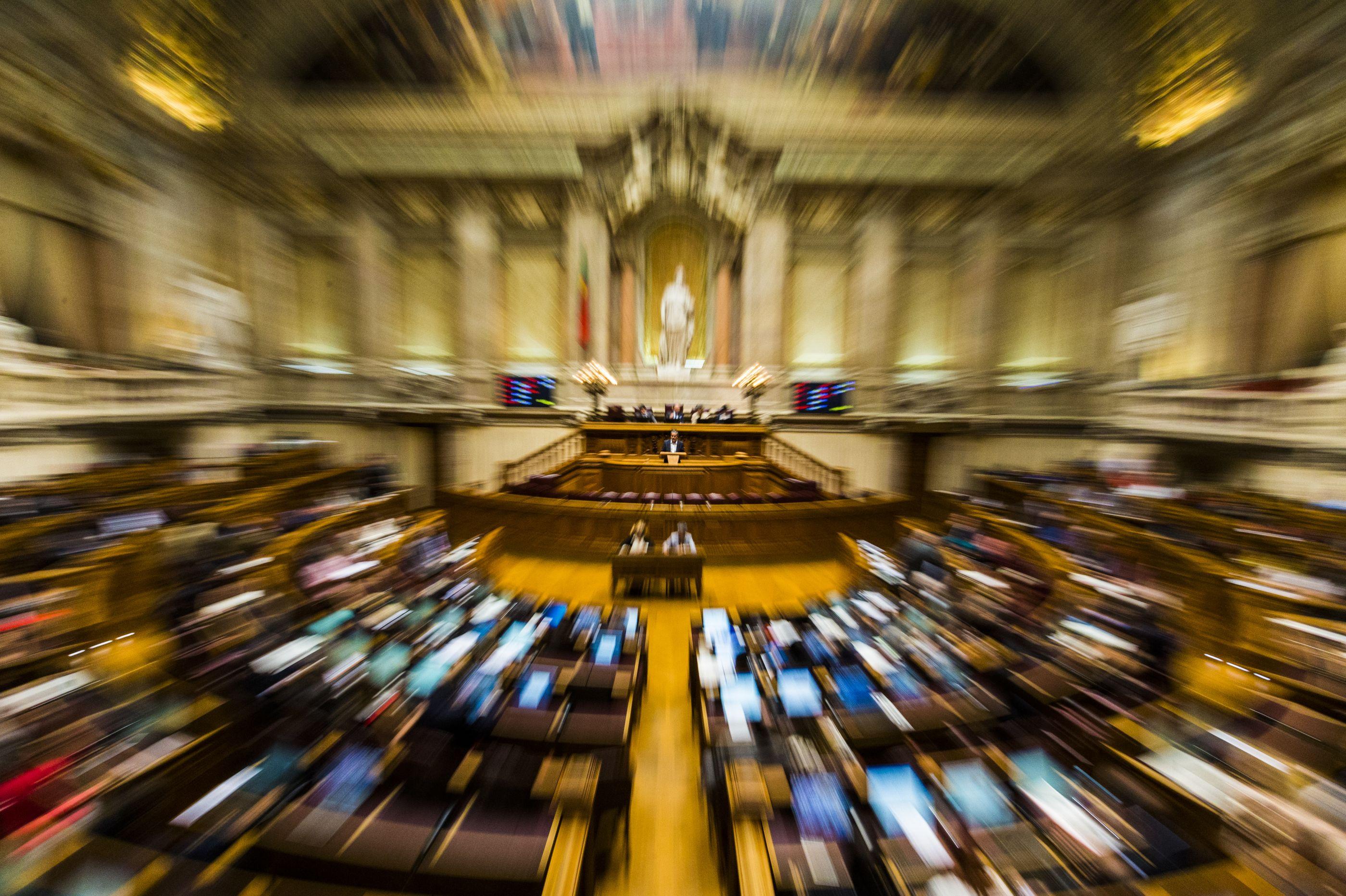 Parlamento aprova resolução para adoção de medidas contra desinformação