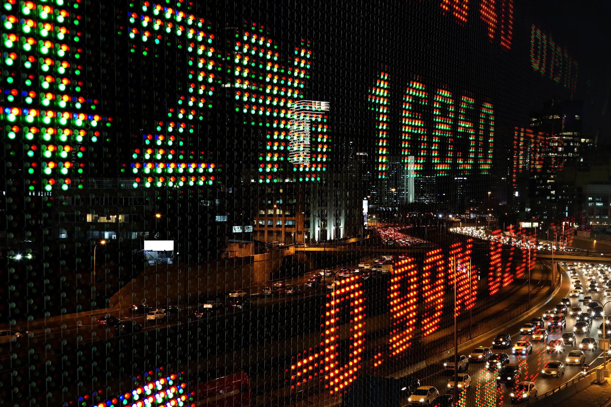 Bolsas europeias seguem negativas à espera de dados macroeconómicos
