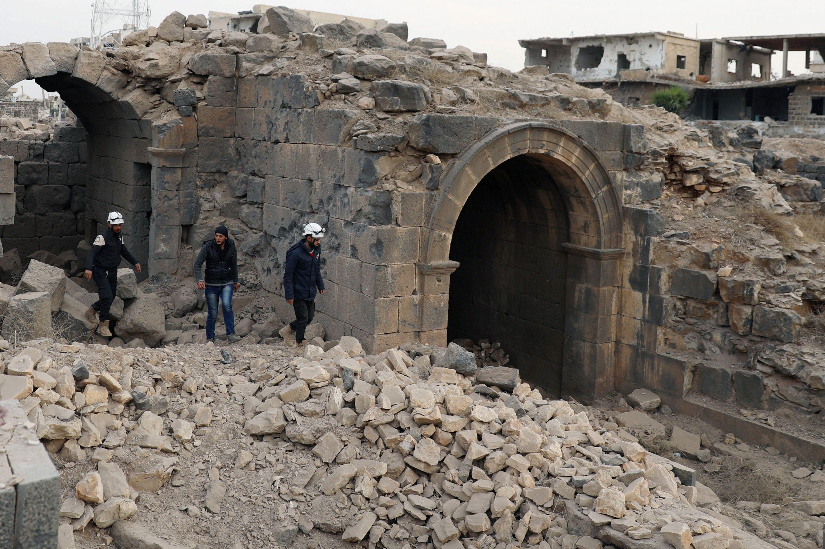 Mais de 400 Capacetes Brancos retirados da Síria por Israel