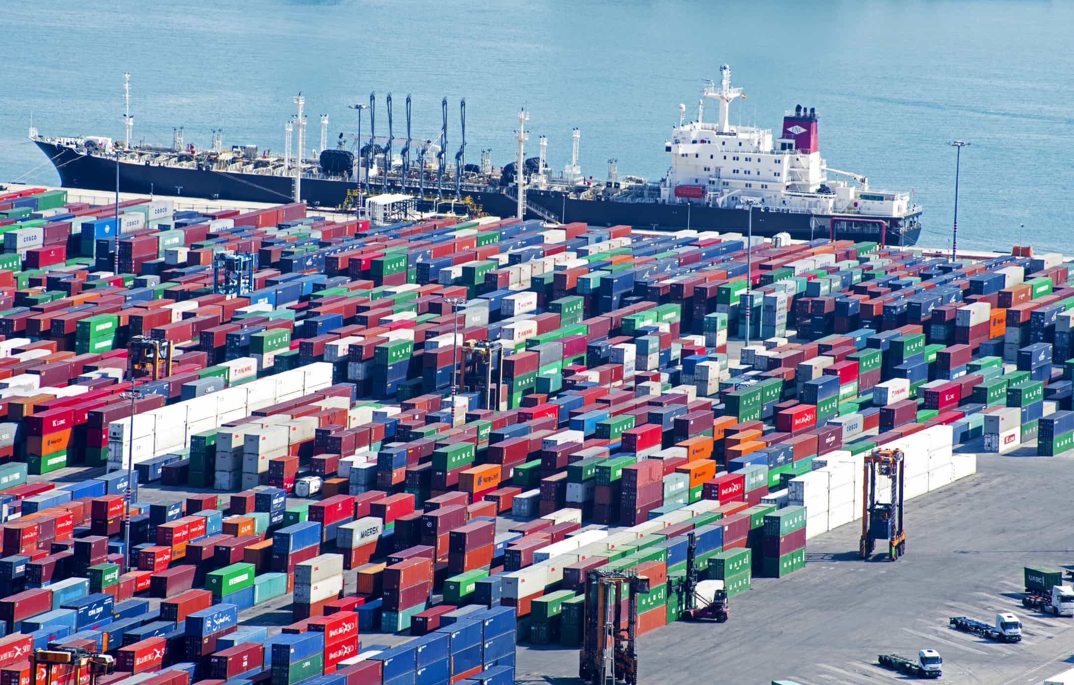 Importações aceleram 8,6%. Défice comercial agrava-se em 351 milhões