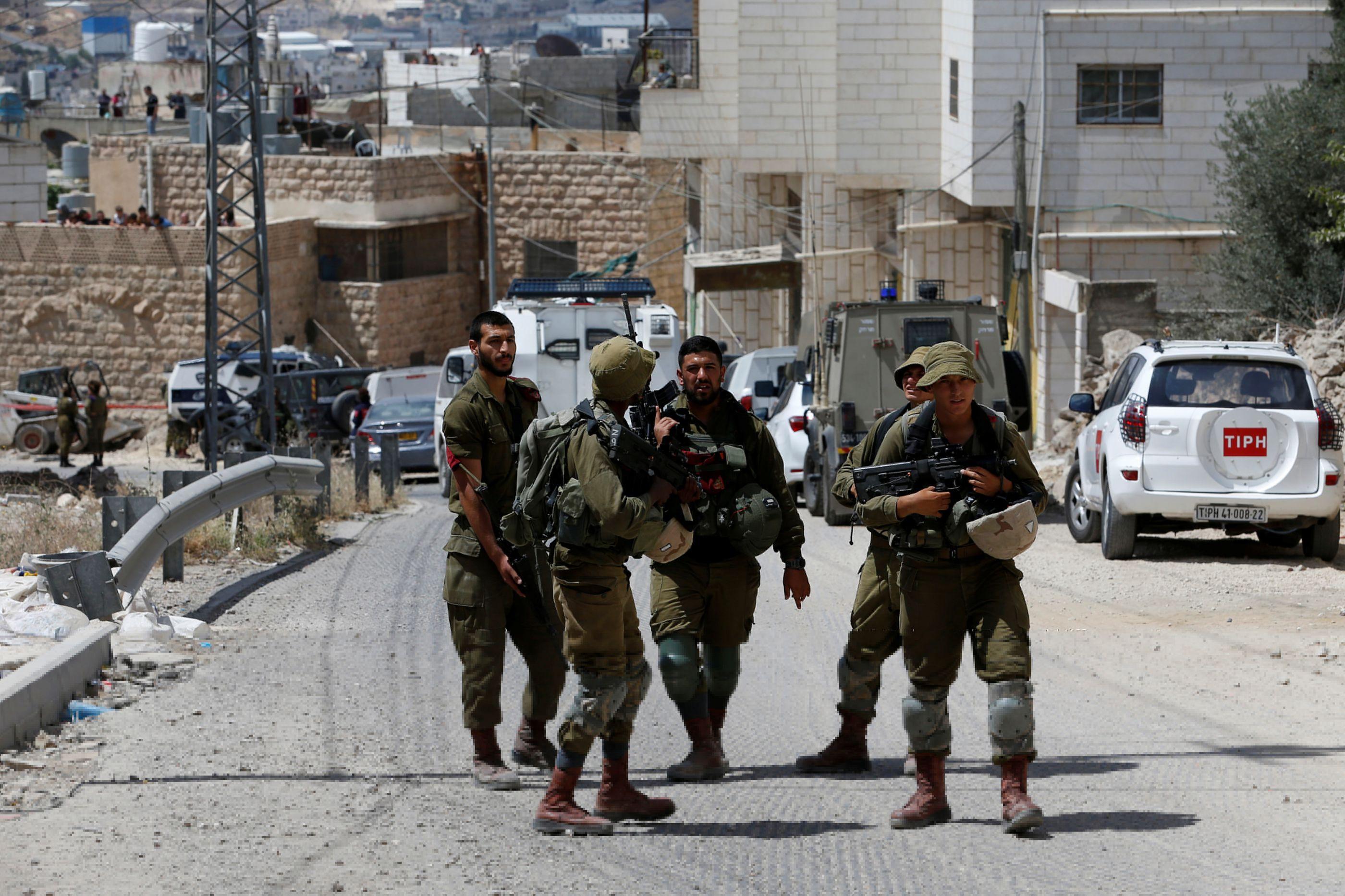 Tropa israelita detém menino palestiniano de nove anos na escola