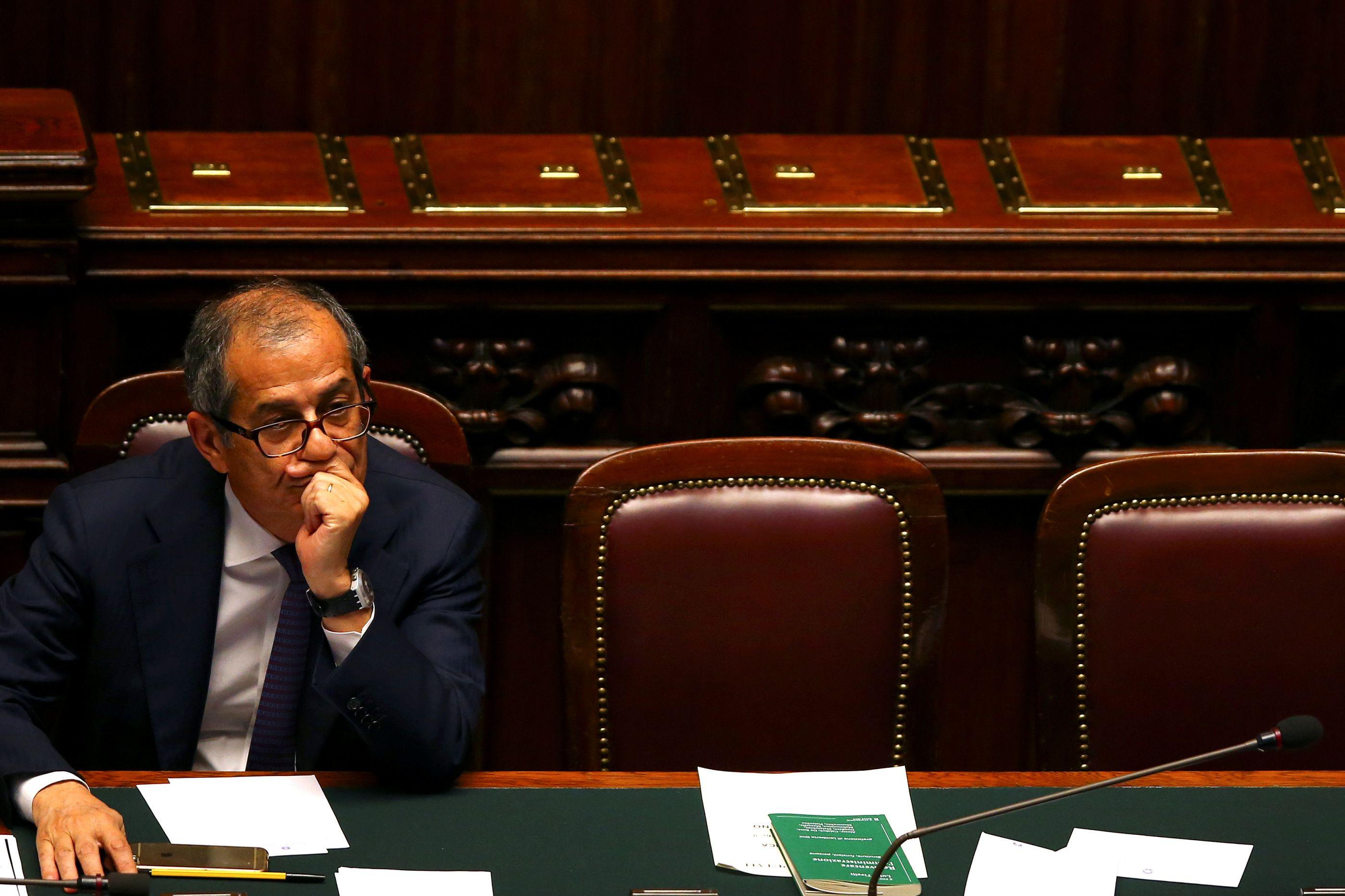 Itália garante controlo do défice e pede flexibilidade a Bruxelas