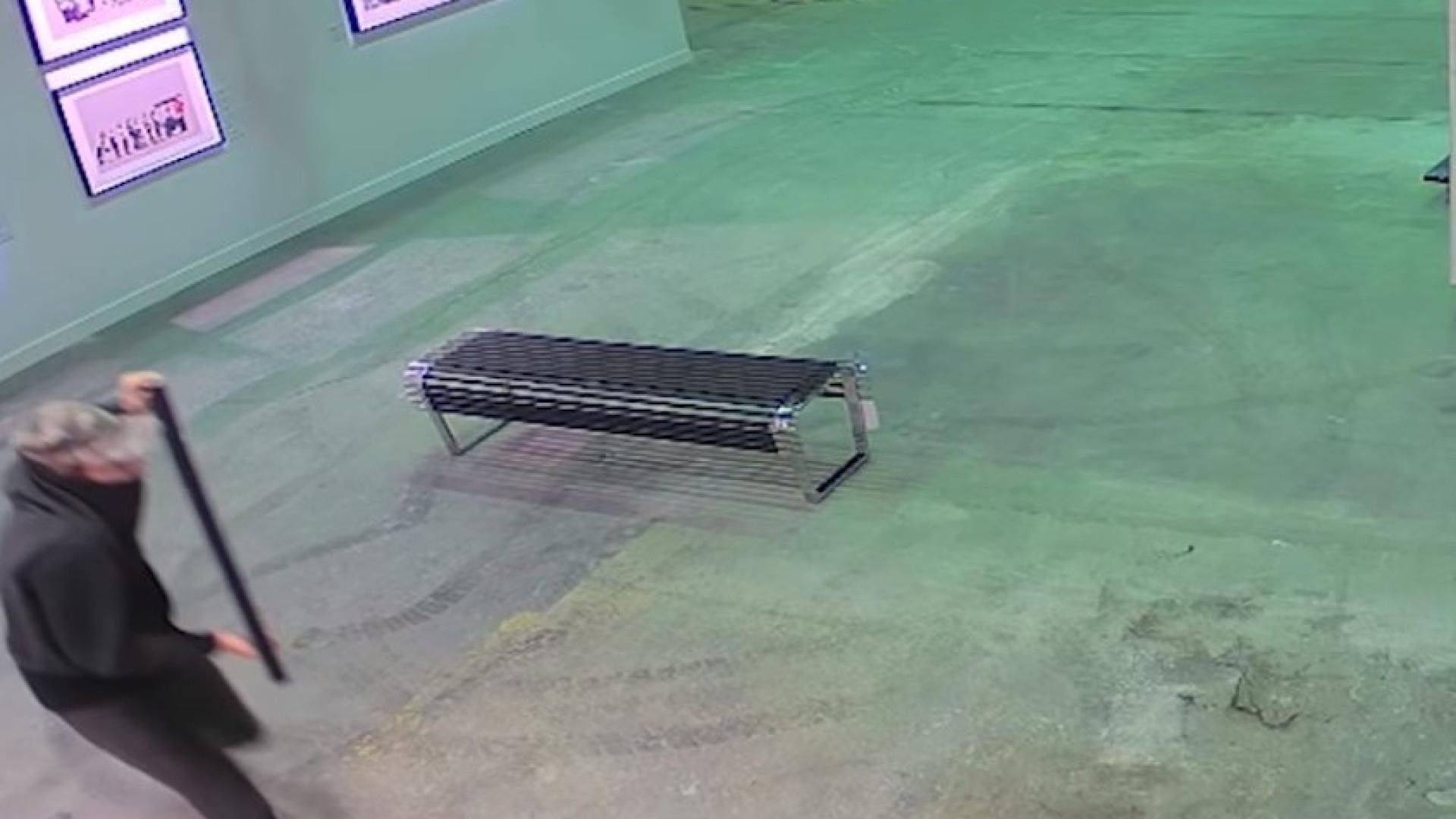 Gravura de Bansky roubada de exposição em Toronto 41d4750be8a