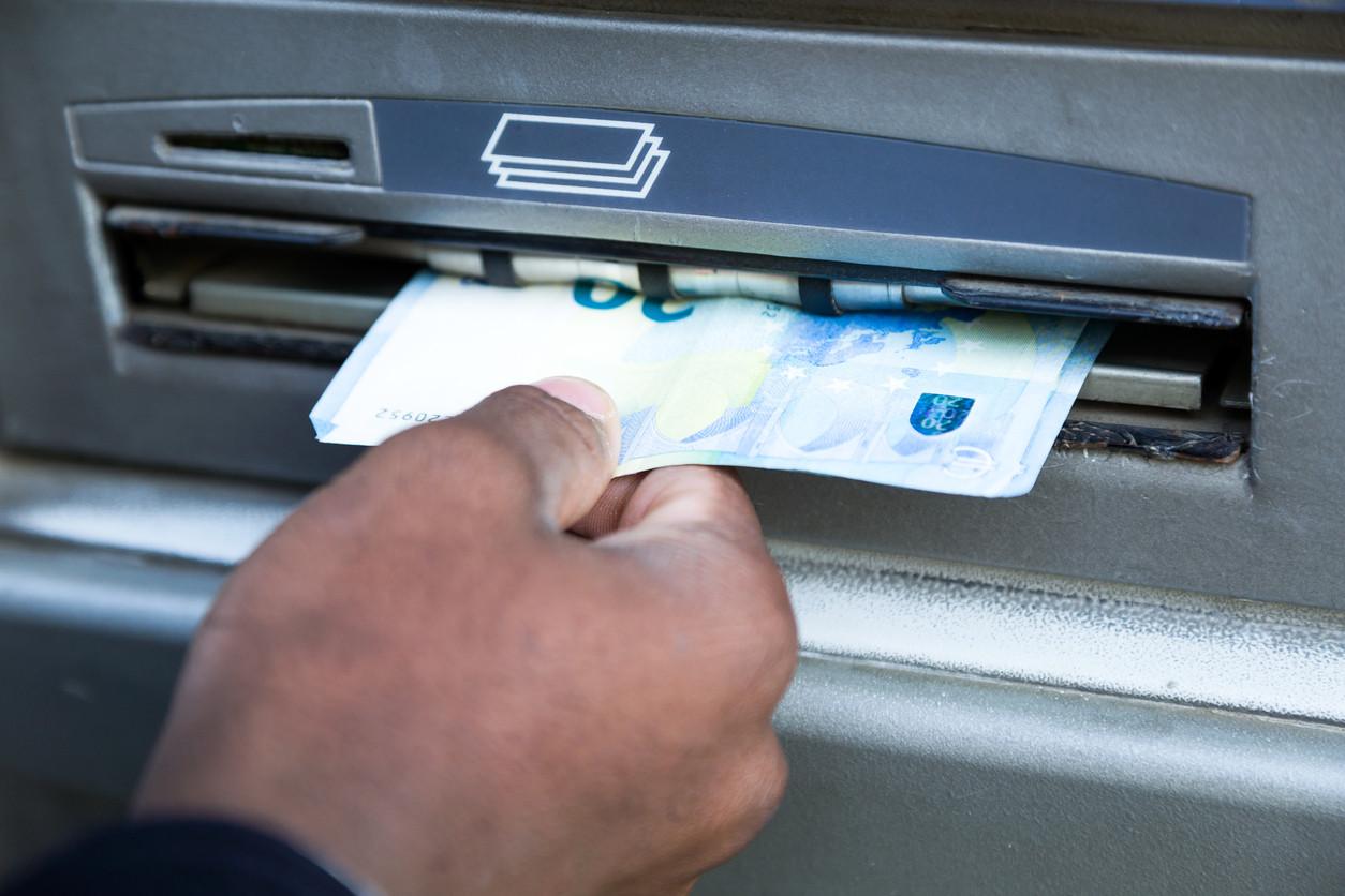 Se vai levantar dinheiro no estrangeiro, tome nota destas seis dicas