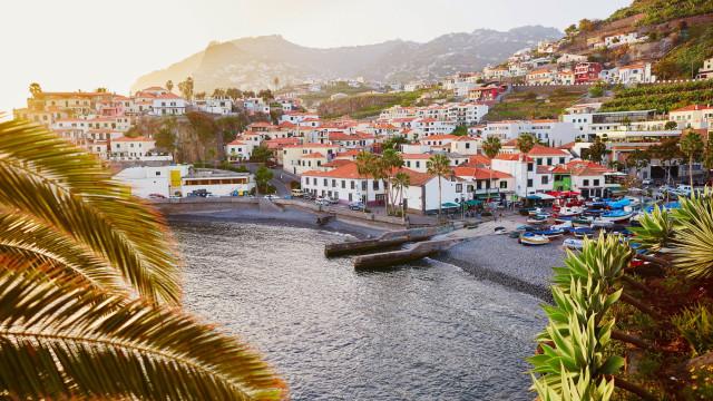 Capitania do Funchal resgata homem arrastado para o mar no Paul do Mar