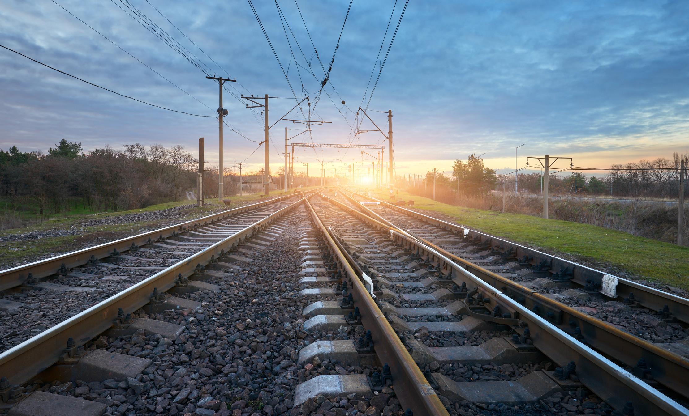 Colisão de comboio com viatura ligeira causa um ferido grave em Coruche