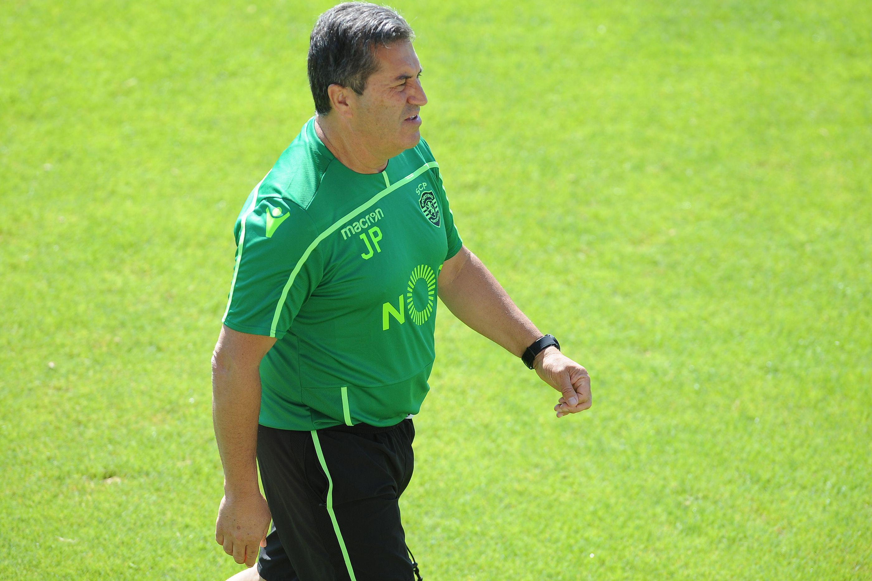 José Peseiro prepara viagem a Braga sem três jogadores